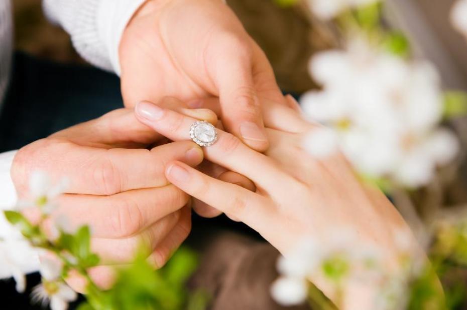 Tips Om Op Maat Gemaakte Verlovingsringen Te Kopen